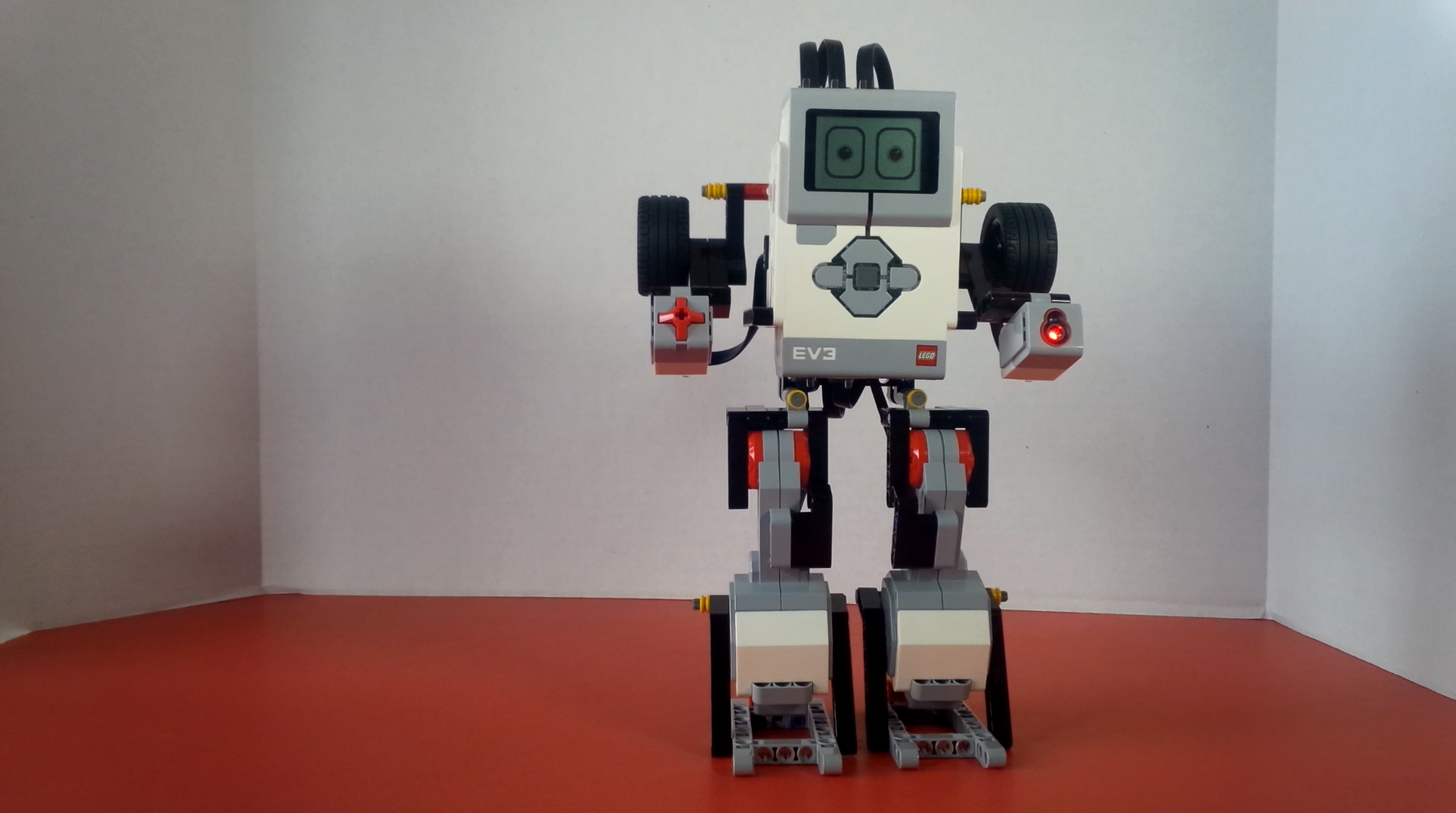 mindstorm projects This is a fun project using a lego mindstorms ev3 set along with a few household products: the lego mindstorms music box (updated 2/21/17 – added full build instructions along with a video showing how the mindstorms music box is all put together.