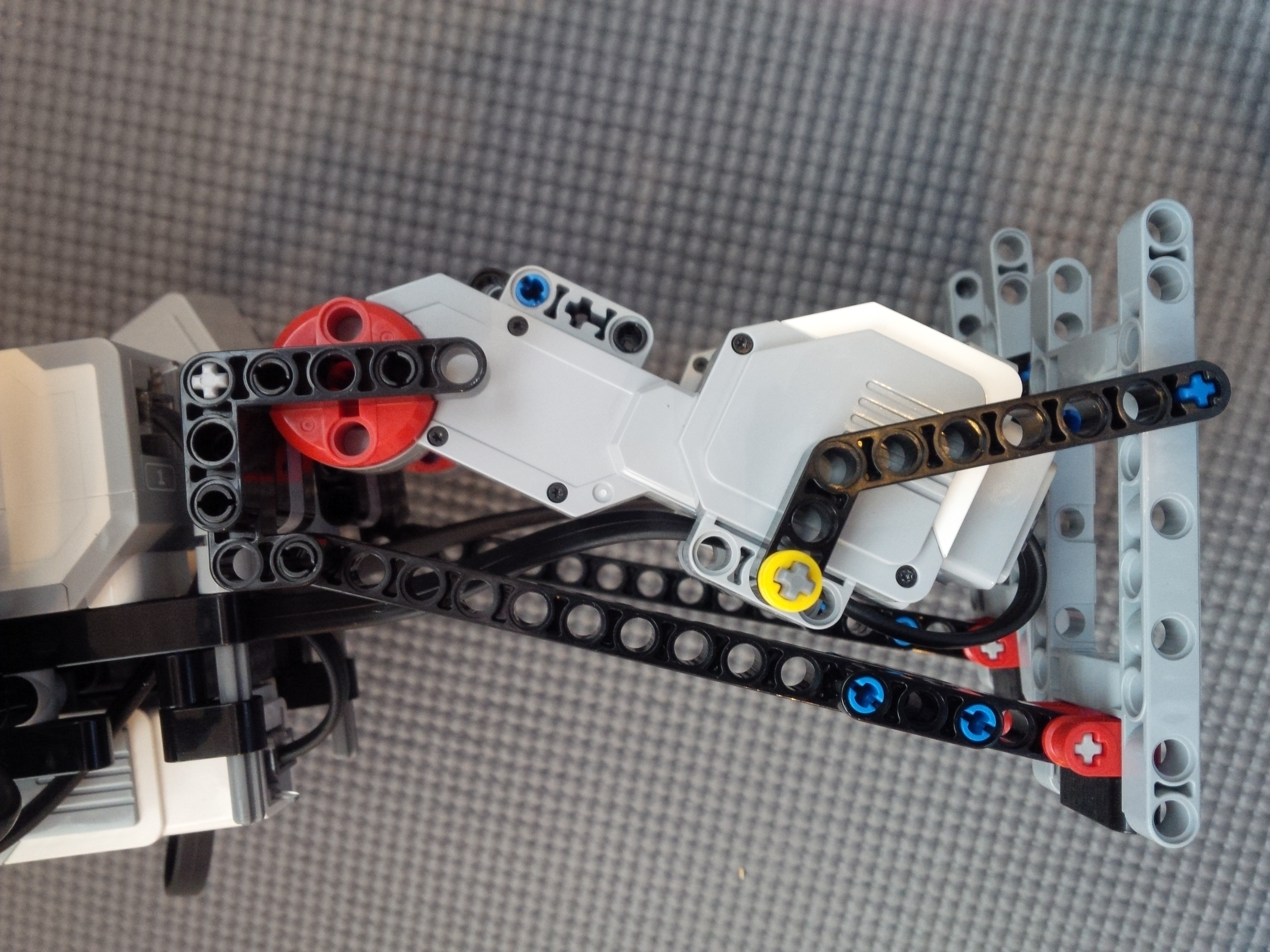 Outer leg view of Lego Mindstorms Dancing Robot